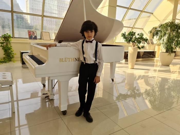 Azər Zeynalovun pianoçu sonbeşiyi -    FOTOLAR + VİDEO