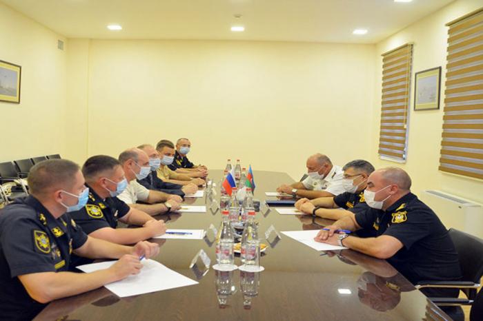 Les marins militaires azerbaïdjanais et russes tiennent une rencontre à Bakou