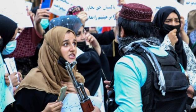 Taliban qadınlara işləməyi qadağan etdi