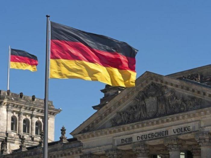 """Almaniyada """"exit-poll""""un ilkin nəticələri açıqlanıb"""