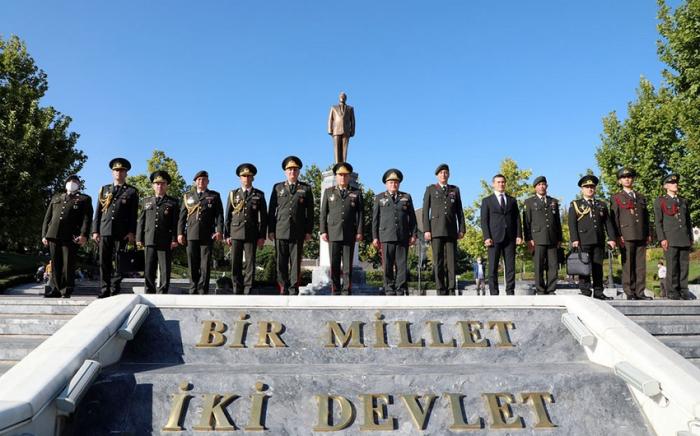 Kərim Vəliyev Ankarada Heydər Əliyev Parkını ziyarət edib