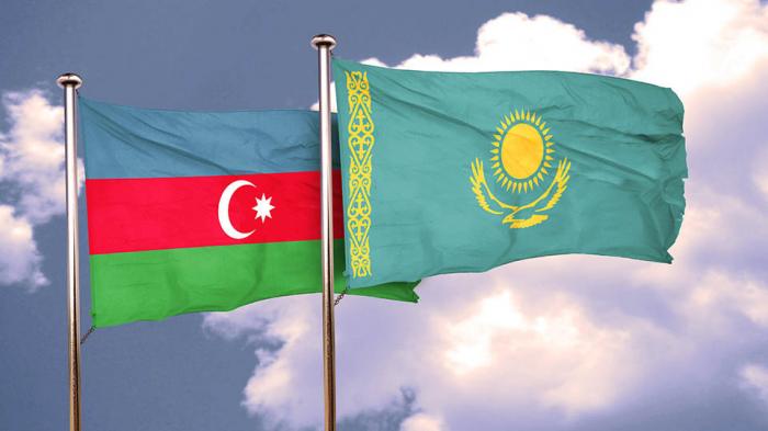 Se debaten las relaciones entre los parlamentos de Azerbaiyán y Kazajistán