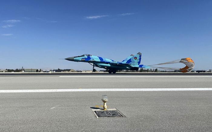 طائرات عسكرية أذربيجانية وتركية تنفذ رحلات قتالية