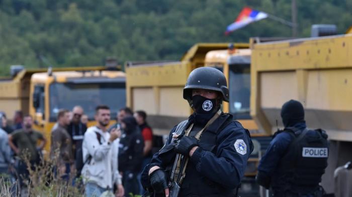 Balkanda barıt qoxusu:    Serbiya Kosovayla sərhədə zirehli texnika yığır