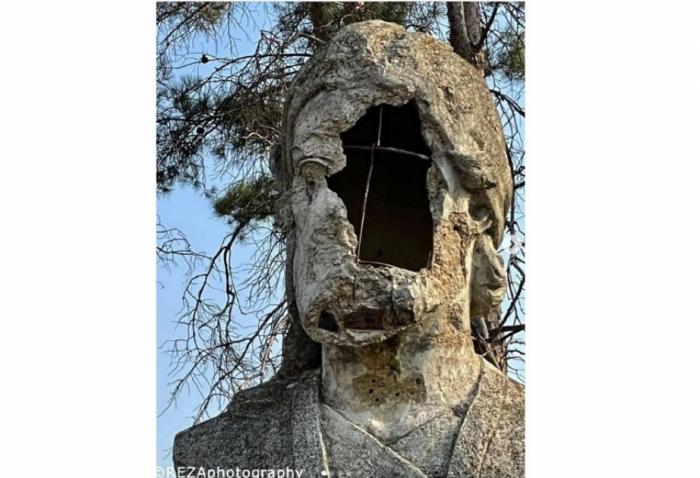 Reza Deghati comparte la publicación sobre el busto destruido de Nizami Ganjavi