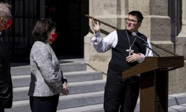ABŞ-da transseksual ilk dəfə yepiskop oldu