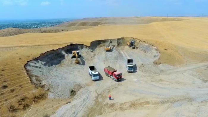 Continúa la construcción de la autopista Horadiz-Jabrayil-Zangilan-Aghband en Azerbaiyán
