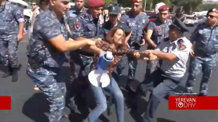İrəvanda polis etirazçılara zor tətbiq edib -    VİDEO