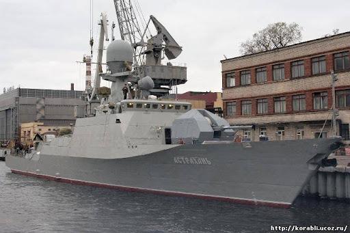 Rusiyanın iki hərbi gəmisi Bakıya gəlib -    FOTO