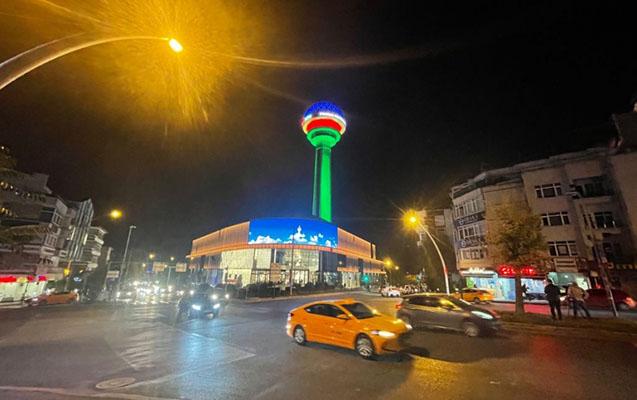 Atakule qülləsi Azərbaycan bayrağı ilə işıqlandırılıb -    FOTO