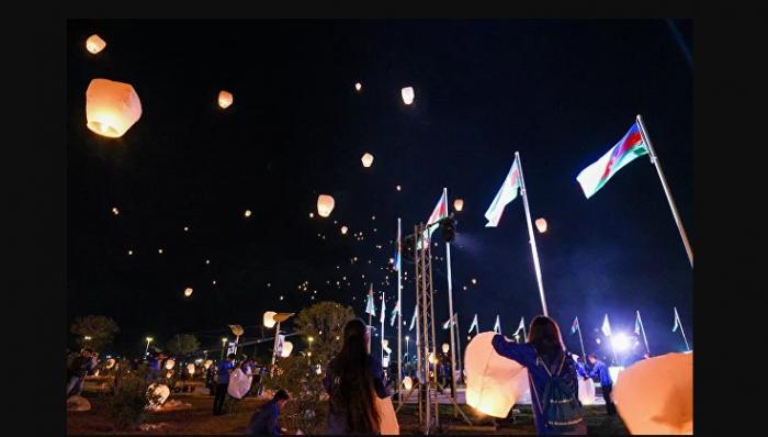 Şəhidlərinin xatirəsinə səmaya işıq fənərləri buraxılıb -    VİDEO