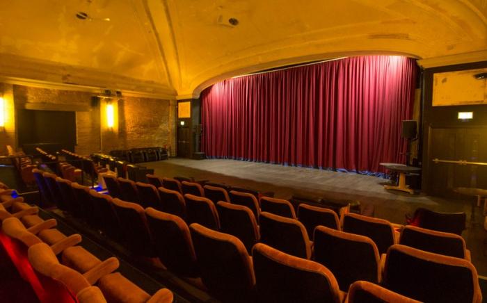 Teatr və kinoteartlar açılır