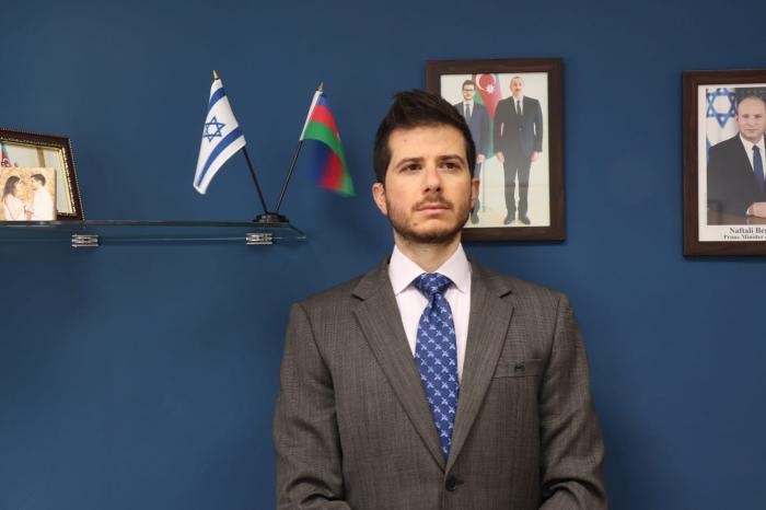 İsrail səfiri    Qarabağ şəhidlərini    yad edib