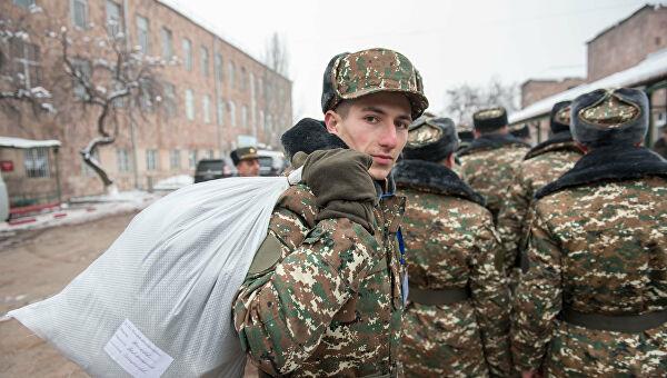 Ermənistanda hərbi xidmət müddəti azaldılır-