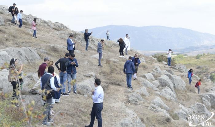 Los representantes de las organizaciones de voluntarios quedaron impresionados por la ciudad de Shushá