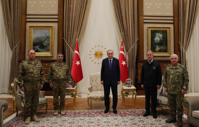 Le président turcErdogan a reçu la direction militaire de l
