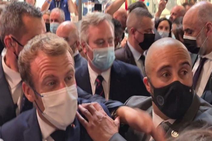 Fransa prezidentinə yumurta atılıb -    VİDEO