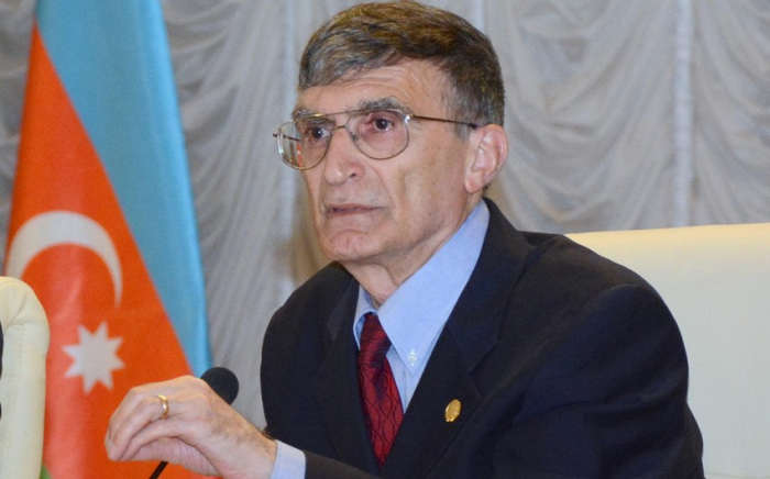 Le lauréat du prix Nobel Aziz Sancar reçoit le diplôme honorifique du président azerbaïdjanais