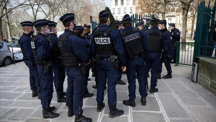 France/pass sanitaire: une manifestation sauvage tente une percée vers l'Elysée
