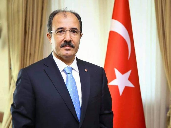 """""""Bu gün dəmir yumruğun endiyi gündür"""" -    Səfir"""