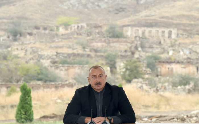 الرئيس علييف:   افتروا في إيران علينا بأننا أتينا الى هذه المناطق بإسرائيل فليفتحوا أعينهم وأين رأوا إسرائيل هنا ولا مقيمَ هنا