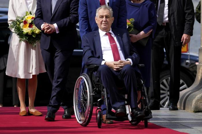 KİV:    Çexiya Prezidentinin vəziyyəti ağırdır