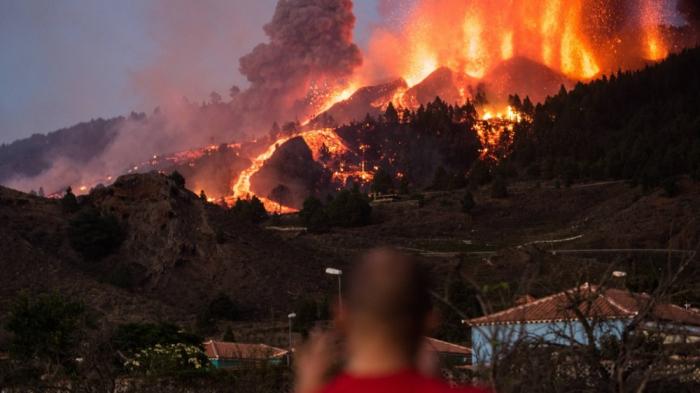 Vulkana görə 700 nəfər təxliyə edildi
