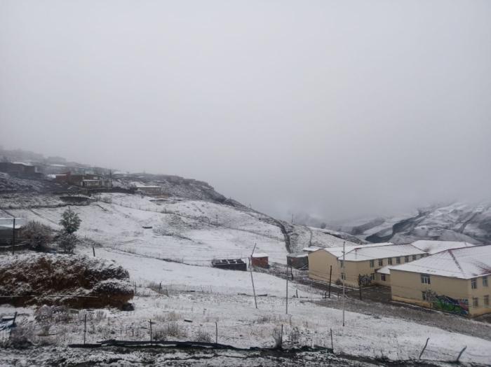 Xınalıq və Qırız kəndlərinə ilk qar yağdı -    FOTO