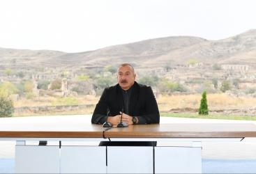 """Prezident:    """"Biz harada yerləşmişik oranı Azərbaycan ərazisi sayırıq və düz də edirik"""""""