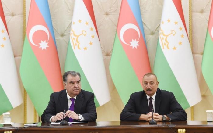 Azerbaijani, Tajik presidents hold phone talk