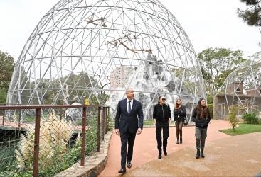 الرئيس إلهام علييف والسيدة الأولى مهربان علييفا يحضران حفل افتتاح حديقة باكو للحيوانات بعد إعادة البناء