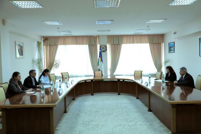 Azerbaijani delegation holds meeting in Uzbekistan