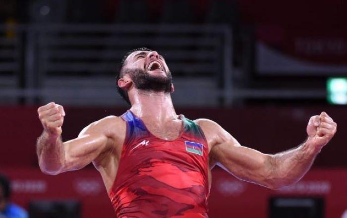 Le lutteur azerbaïdjanais Rafig Husseynov devient champion du monde