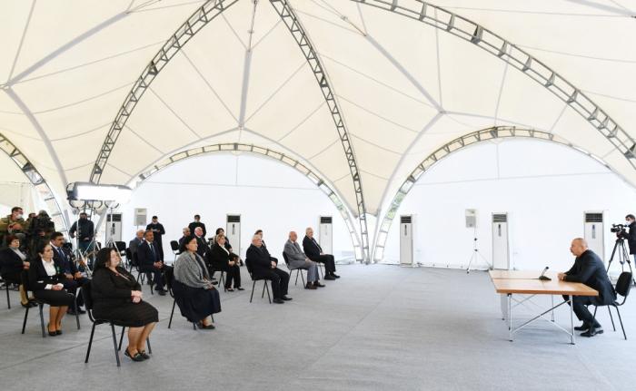 Präsident Ilham Aliyev trifft sich mit Vertretern der Öffentlichkeit des Rayons Chodschavend