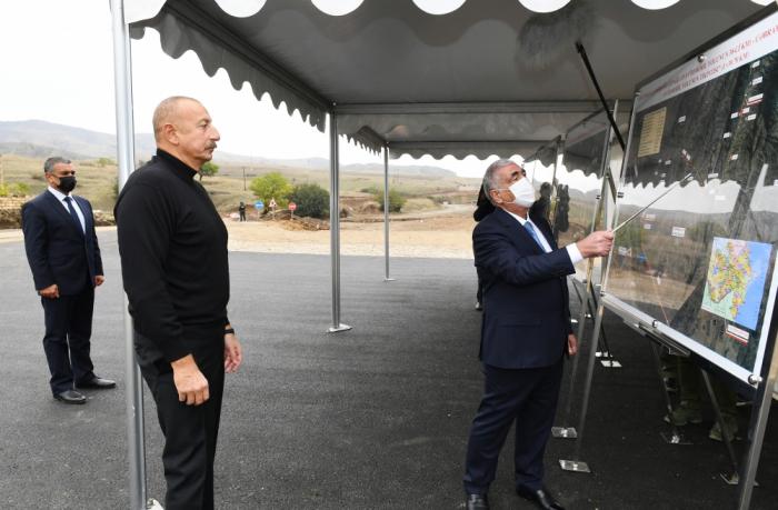 Präsident Aliyev macht sich mit Bauarbeiten an Straßen Hadrut-Dschabrayil-Schükurbayli, Tug-Hadrut und Füzuli-Hadrut vertraut