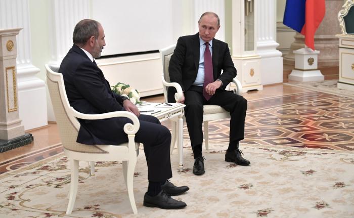 Russischer Präsident und armenischer Premierminister diskutieren über die Umsetzung des trilateralen Abkommens