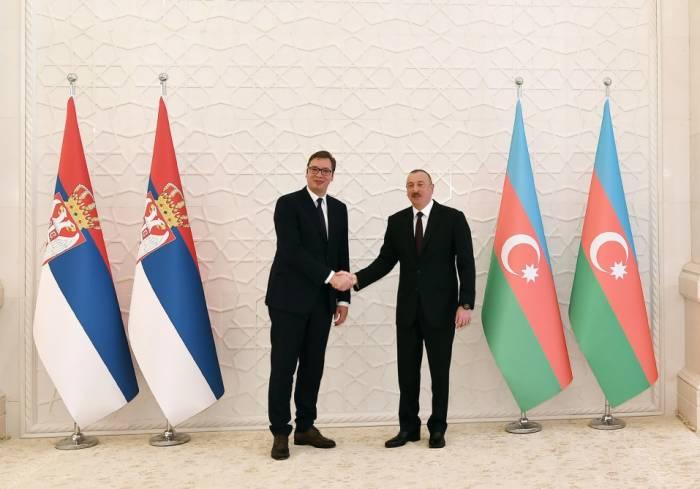 El presidente serbio agradeció a Ilham Aliyev