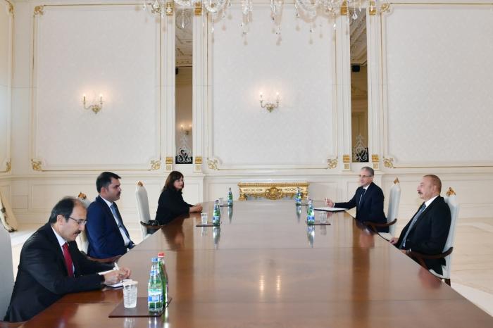Ilham Aliyev recibe al ministro turco