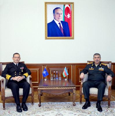 Le ministre azerbaïdjanais de la Défense rencontre un représentant de l