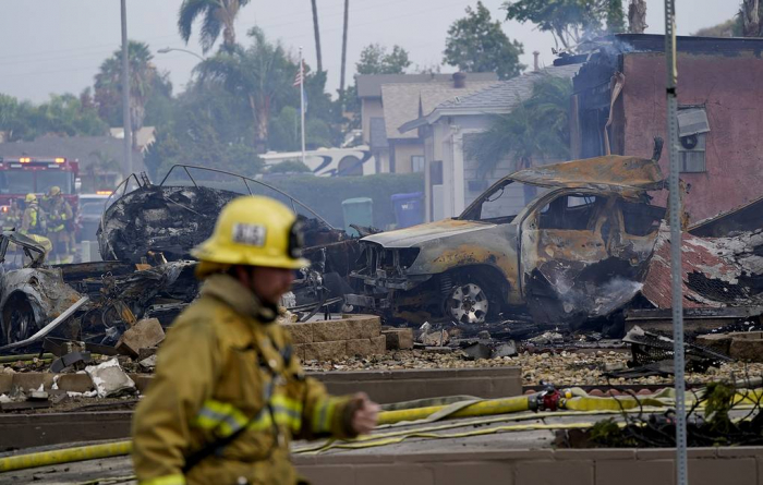 At least 2 killed after plane crashes in residential area in California