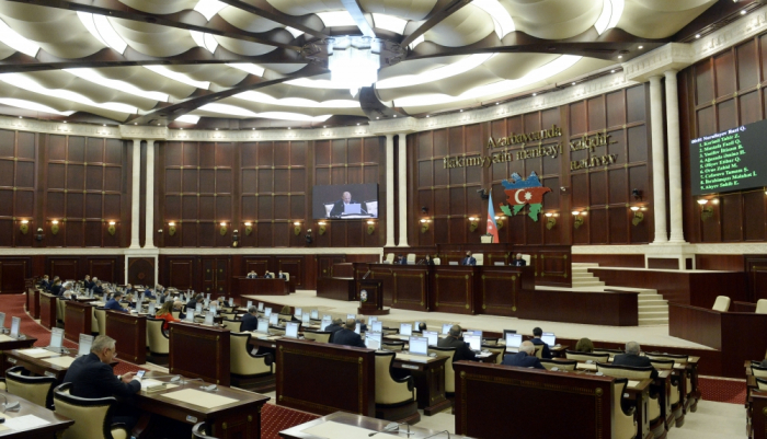 """Azerbaijani parliament adopts draft law on """"Independence Day"""""""