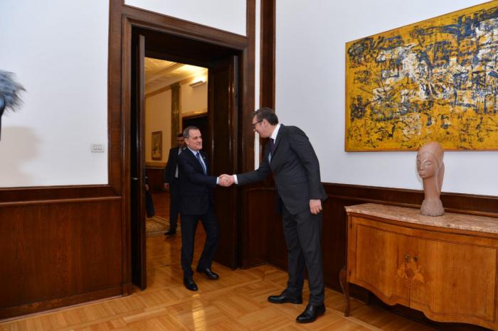 Jeyhun Bayramov se encuentra con el presidente de Serbia