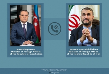مكالمة هاتفية بين وزيري الخارجية الأذربيجاني والإيراني