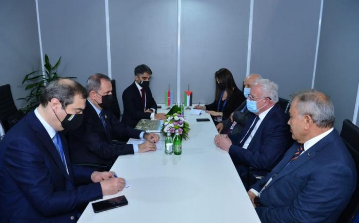 Jeyhun Bayramov traf sich mit Riad Al-Maliki