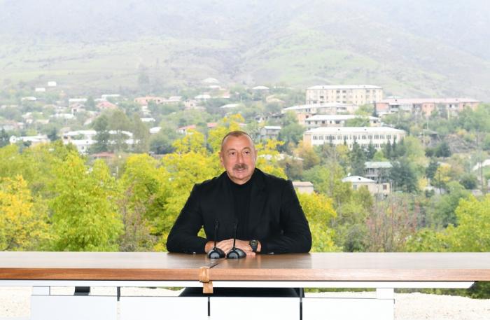 """Ilham Aliyev  :""""Después de hacerme el presidente, transferí el negocio a mi familia"""""""