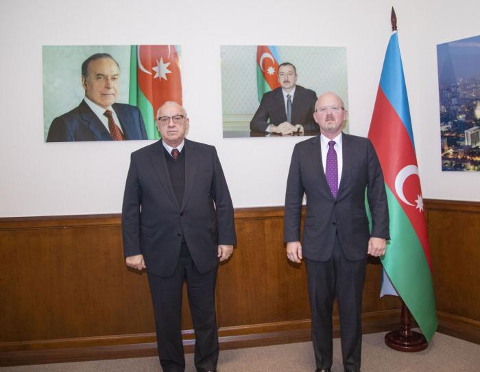 AZAL President meets withMonte Frazier