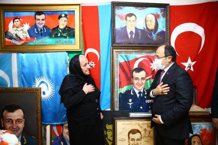 Türkiyə səfiri Polad Həşimovun evini ziyarət etdi -    FOTO