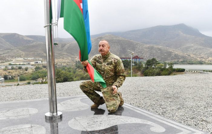 President Aliyev raises Azerbaijani flag in Sugovushan settlement - UPDATED