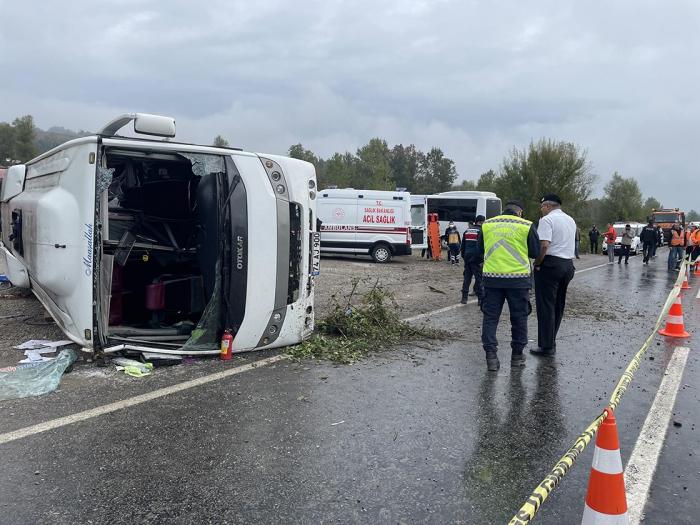 Türkiyədə avtobus aşdı-    İki nəfər ölüb