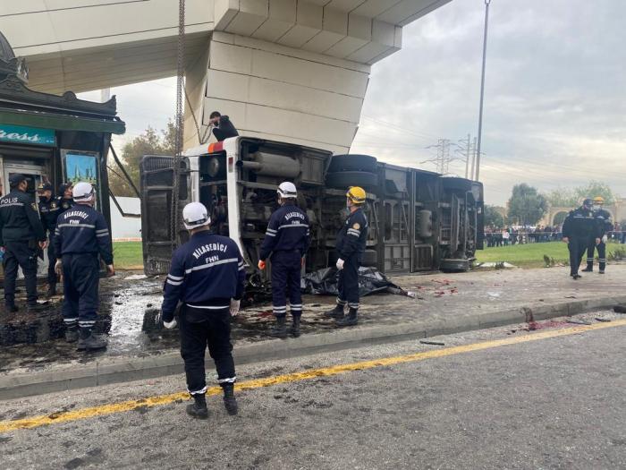 Suraxanıda yük avtomobili avtobusla toqquşdu:    5 nəfər ölüb - YENİLƏNİB